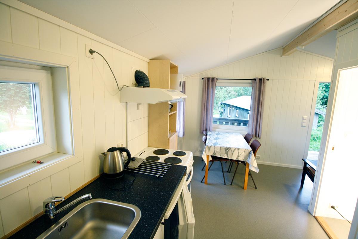 Kjøkken / oppholdsrom i nyrenovert hytte på Austrått Camping og Motel