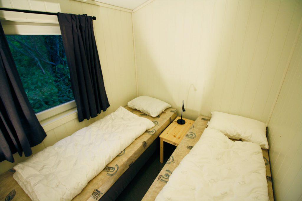 Soverom 2 i nyrenovert hytte på Austrått Camping og Motel