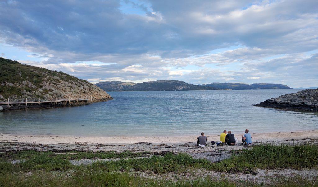 Vakre Austrått badestrand ligger et steinkast fra Austrått camping og motel.